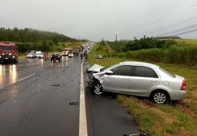 Acidente envolvendo quatro veículos na rodovia deixa feridos em Pompeia