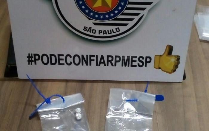 Dois homens são detidos com drogas na Barra Funda