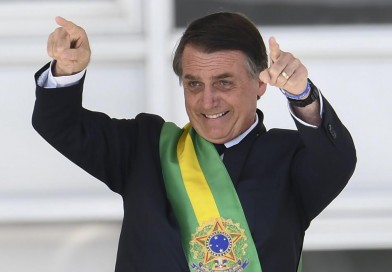 Bolsonaro sobe de R$ 954 para R$ 998 o salário do trabalhador