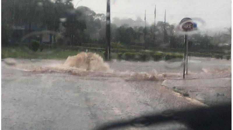 Chuva causa estragos e pontos de alagamento em Assis
