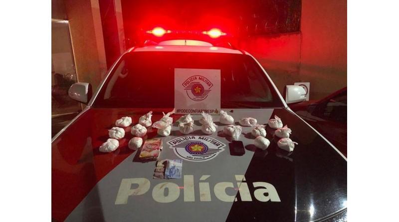 Polícia apreende 20 pacotes de cocaína com casal em Ourinhos