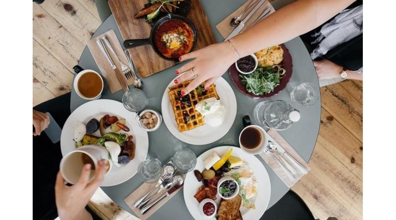 'Pular' café da manhã e jantar tarde aumenta risco de morte, aponta estudo inédito da Unesp