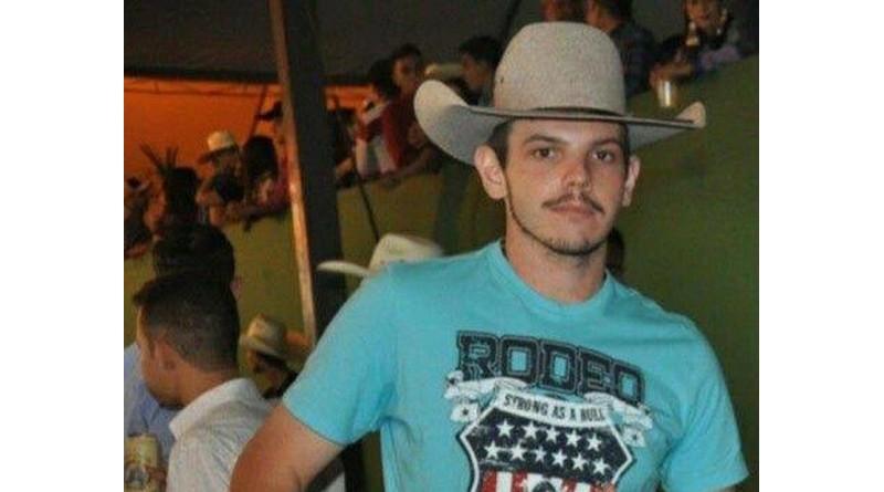 Jovem de 22 anos morre ao bater moto contra poste de iluminação pública