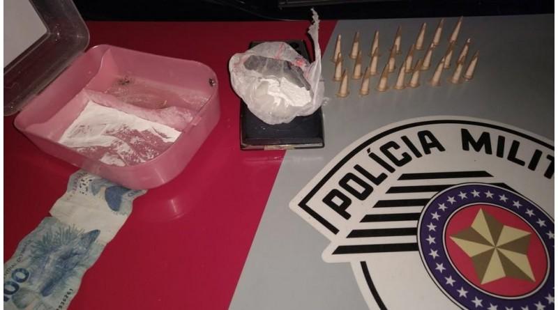 Homem é preso com pinos de cocaína e R$ 100 na cueca em Tupã