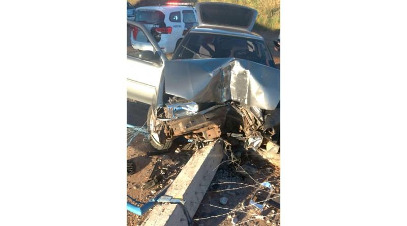 Passageiro de carro morre após motorista perder controle de veículo em vicinal