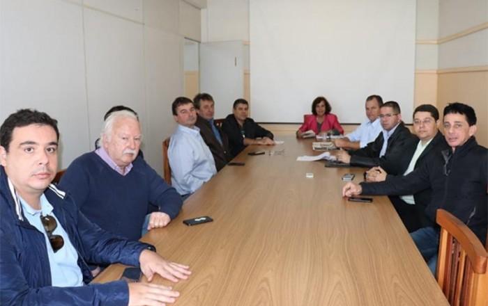 Prefeita se reúne com donos de postos para tratar de preços de combustíveis em Paraguaçu