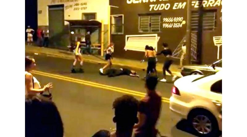 Segurança fica desacordado após ser espancado por grupo na saída de baile funk em Tupã