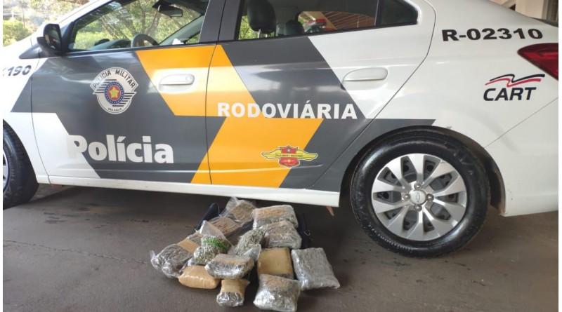 Polícia apreende 12 pacotes de skank com passageira de ônibus na Raposo Tavares em Assis