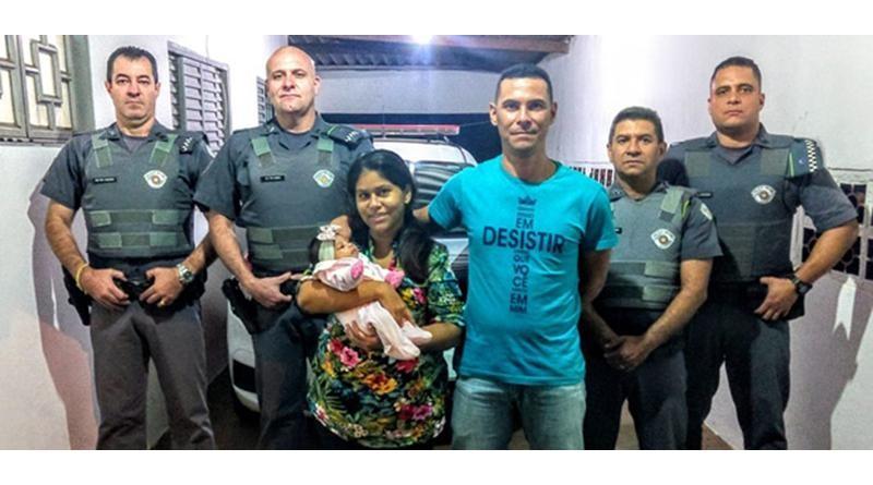 Policiais salvam bebê engasgado que estava desacordado e sem respirar em Queiroz