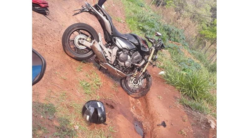 Motociclista e garupa ficam feridos após serem atingidos por carro em Tupã