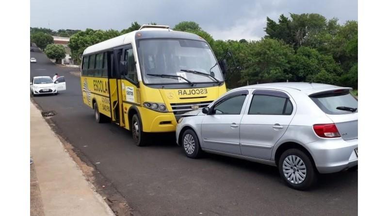 Motorista sofre mal súbito e se envolve em acidente de trânsito com micro-ônibus em Bastos