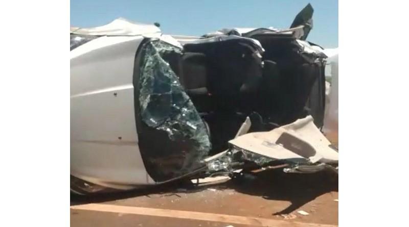 Motorista perde controle do carro e capota em rodovia de Pedrinhas Paulista