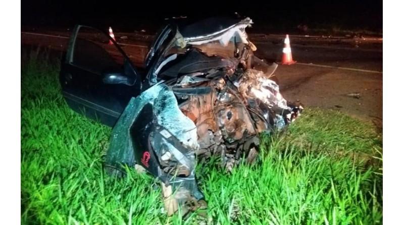 Acidente entre carro e caminhonete deixa mãe e filho mortos em rodovia de Lins