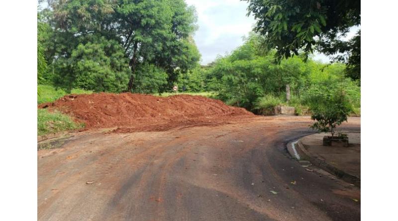 Chuva provoca erosão na Rua Almeida Júnior e Prefeitura já recupera o estrago