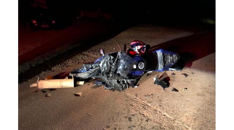 Moto bate na traseira de carro e deixa ferido na vicinal entre Quatá e Tupã