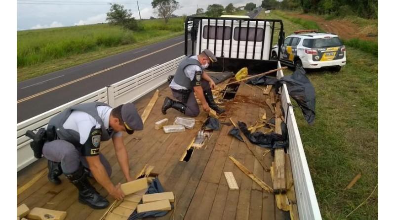 Polícia Rodoviária apreende quase 900 kg de maconha em fundo falso de caminhão