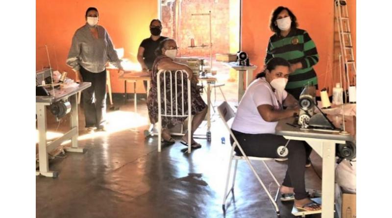 Voluntárias da Roseta produzem mais de 700 máscaras, com apoio do Fundo Social