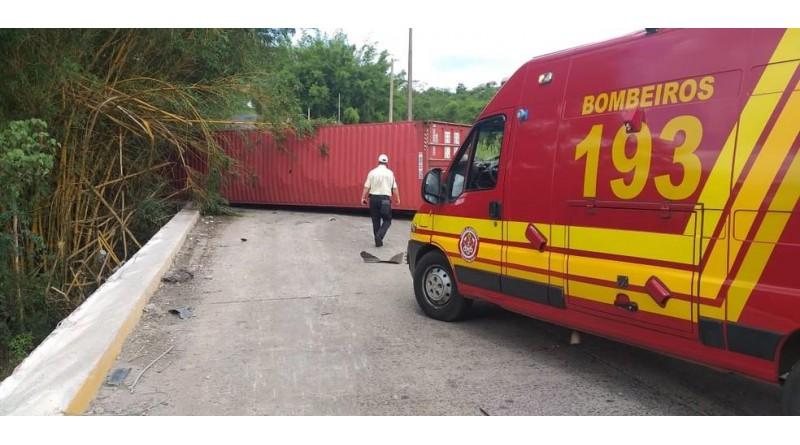 Acidente com caminhão interdita vicinal que liga Tupã a Quatá