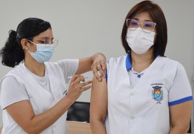 Enfermeira é a primeira a receber vacina contra Covid-19 em Paraguaçu Paulista