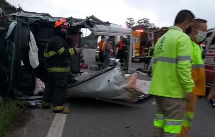 Sete pacientes de Paraguaçu Paulista ficam feridos em engavetamento na Rodovia Castello Branco em SP