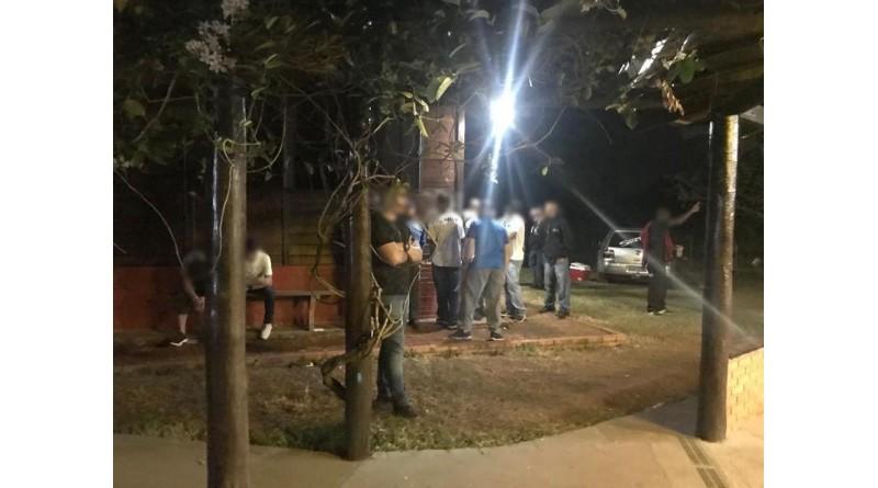Equipes flagram festa clandestina em chácara de ex-jogador do Internacional em Paraguaçu