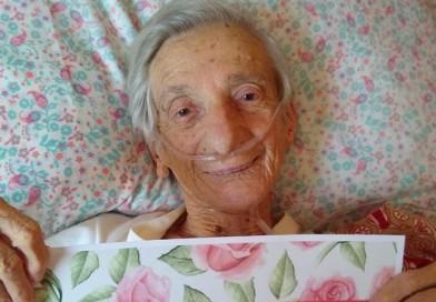 Idosa de 100 anos se recupera em casa após 17 dias internada: 'Venci a Covid-19'