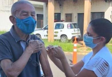 Vacinação de idosos com 68 anos será nos postos na segunda-feira