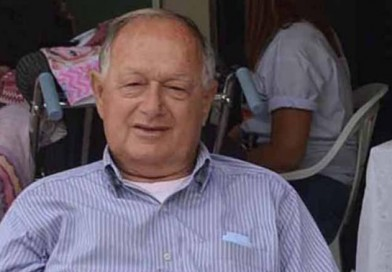 Prefeitura decreta luto de três dias pela morte de Carlos Azoia