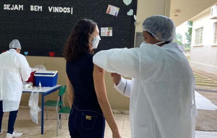 Menor município de SP, Borá vacina jovens a partir de 20 anos contra Covid