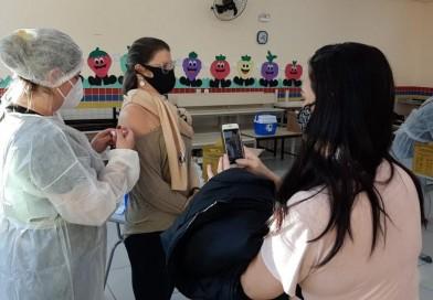 Tupã vacina as pessoas de 33 anos nesta segunda-feira (19); Veja a programação em outras cidades