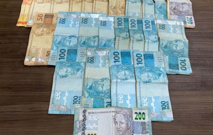 Polícia investiga origem de mais de R$ 22 mil encontrados no armário de suspeito em Paraguaçu