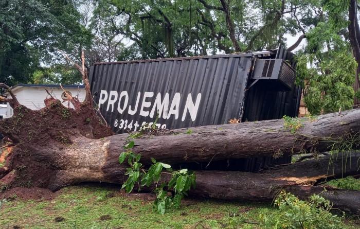 Chuva causa destruição em Paraguaçu