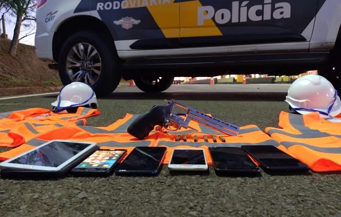 PMR prende casal com arma e objetos roubados em rodovia e descobre vítimas em cativeiro