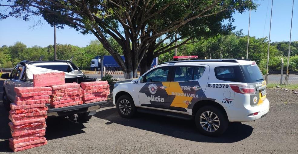 Polícia Rodoviária apreende caminhonete com quase 300 kg de maconha em Paraguaçu Paulista